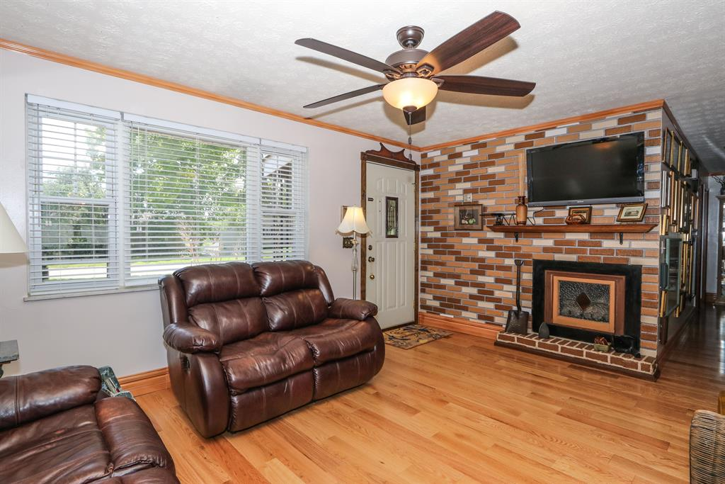Living Room image 2 for 54 Fleming Independence, KY 41051