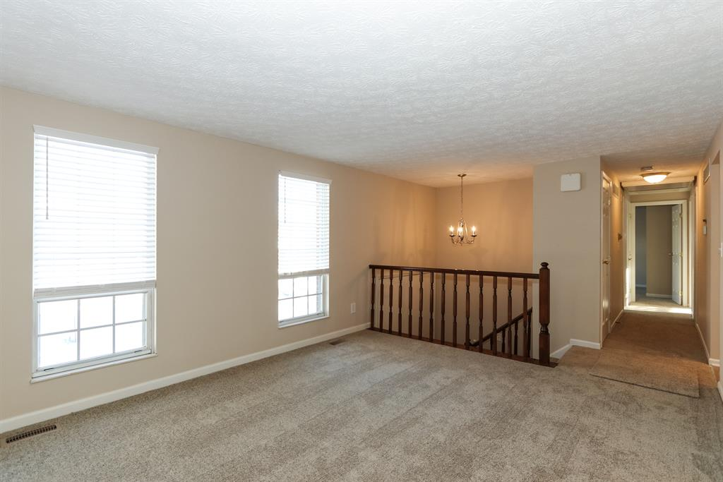 Living Room for 103 Whippoorwill Dr Edgewood, KY 41017