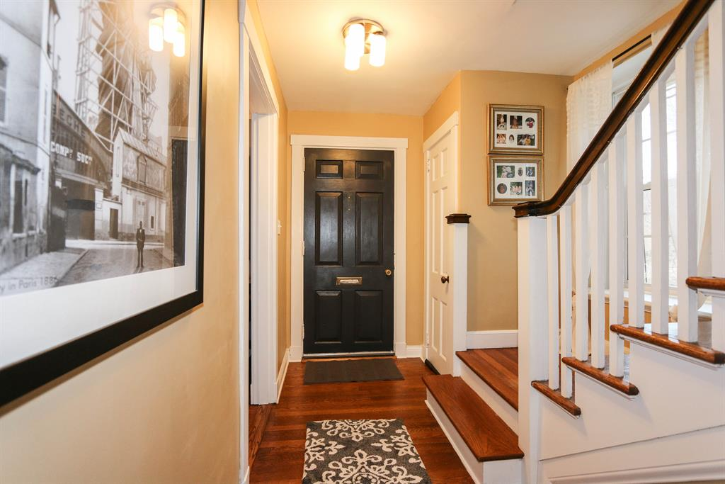 Foyer for 6 Denny Pl Mariemont, OH 45227