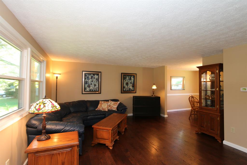 Living Room for 412 Shawnee Trl Centerville, OH 45458