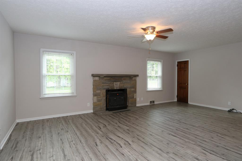 Living Room for 23 Magnolia Ave Englewood, OH 45322