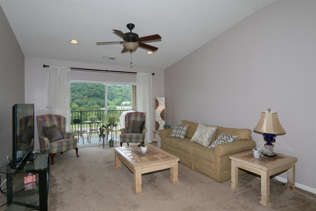 Living Room for 2211 Rolling Hills Dr Fort Mitchell, KY 41017