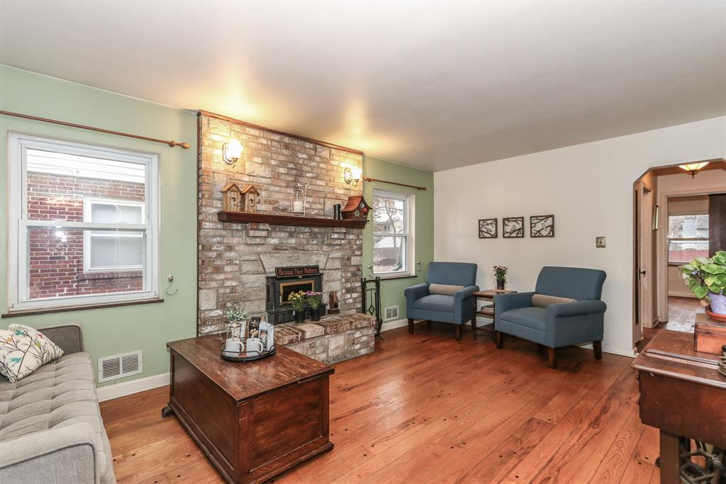 Living Room for 3810 Thornton Dr Silverton, OH 45236