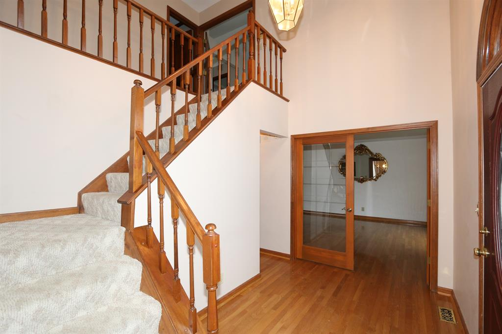Foyer for 735 Foresthill Dr Crescent Springs, KY 41017