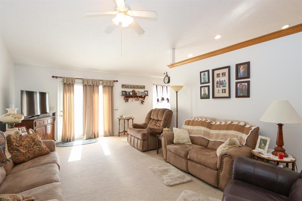 Living Room for 400 Harpwood Dr Franklin, OH 45005