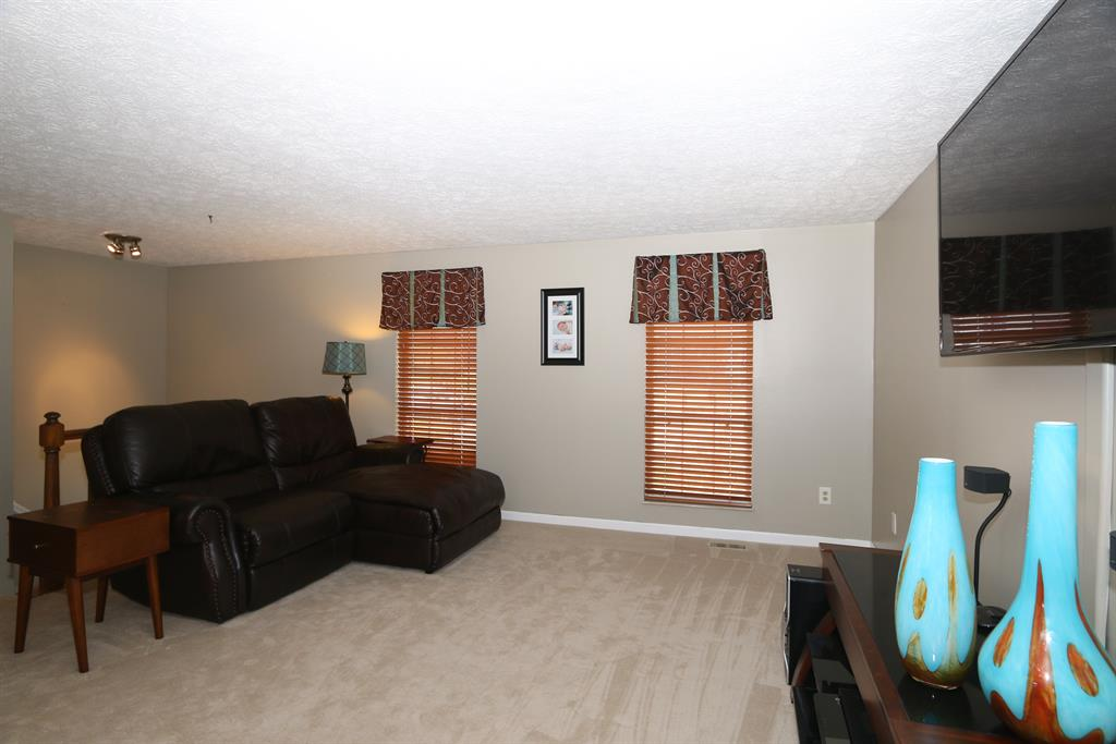 Living Room for 1211 Mockingbird Ct Edgewood, KY 41018
