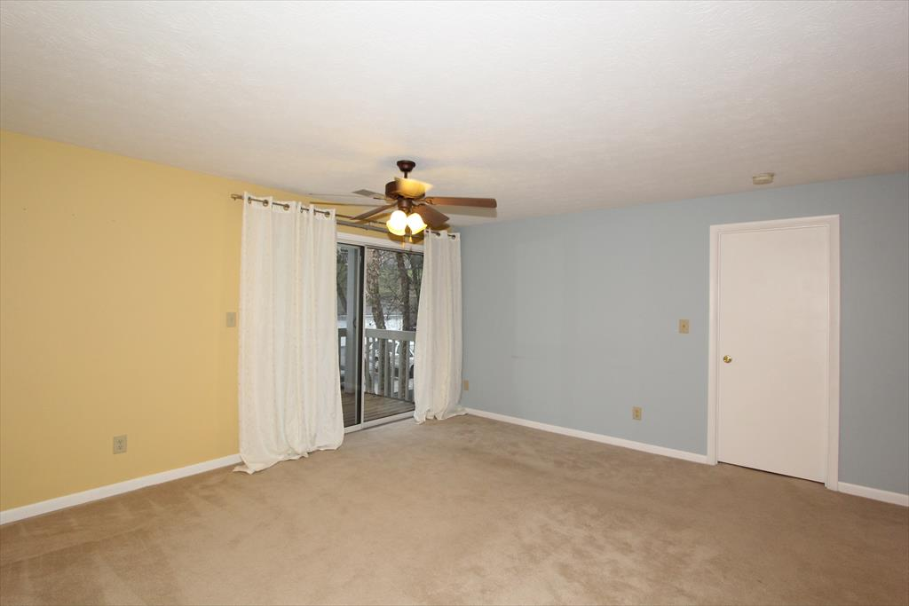 Living Room for 220 Willow Brook Ct, 5 Wilder, KY 41071