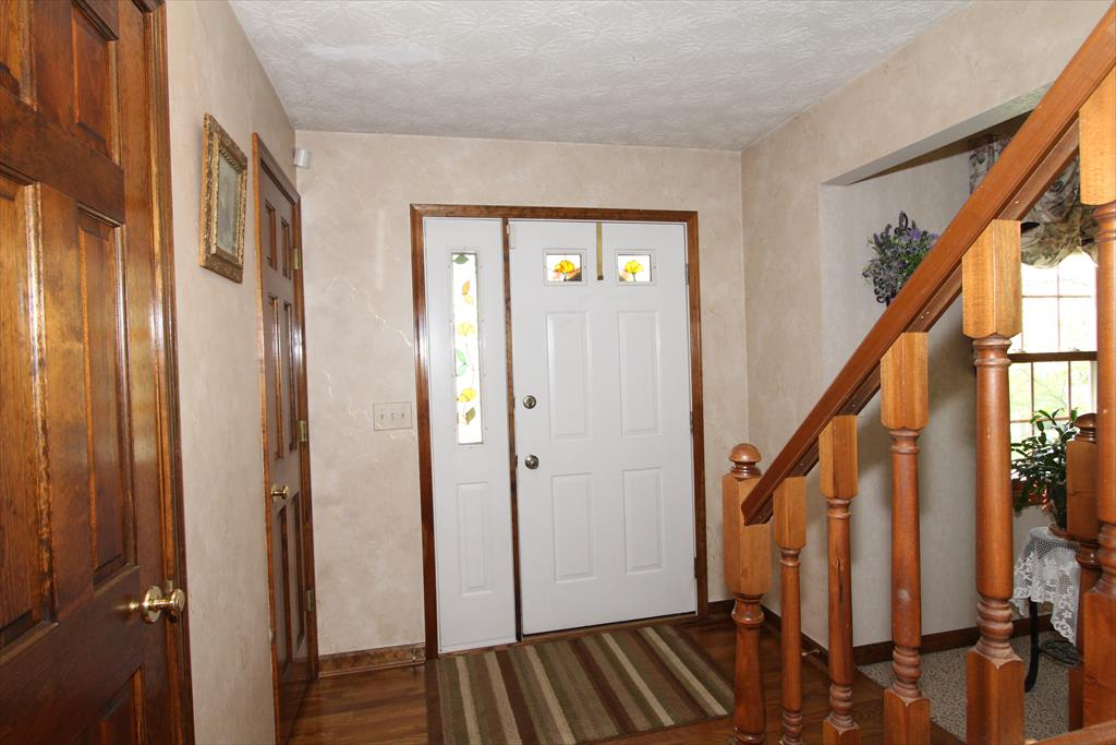Foyer for 512 Gerhard Dr Edgewood, KY 41017