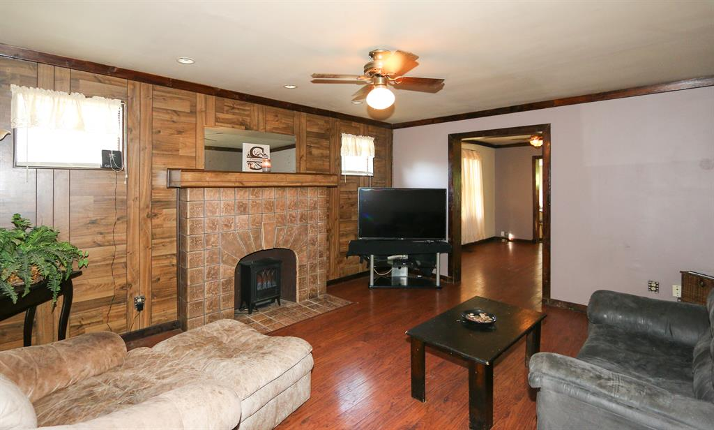 Living Room for 329 Highway Ave Ludlow, KY 41016
