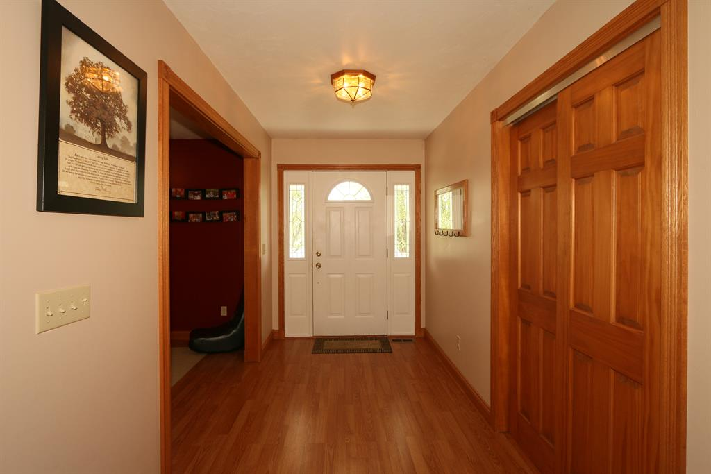 Foyer for 910 Doesprings Dr Sunman, IN 47041