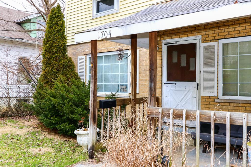 Entrance for 1704 Monroe St Covington, KY 41014