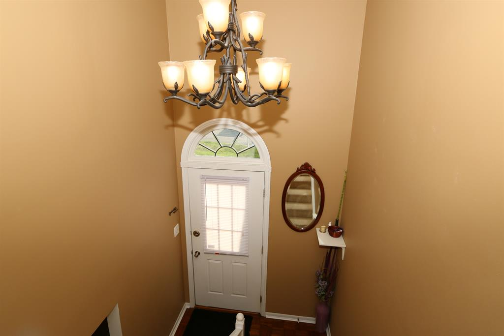Foyer for 6483 Summerfield Dr Florence, KY 41042