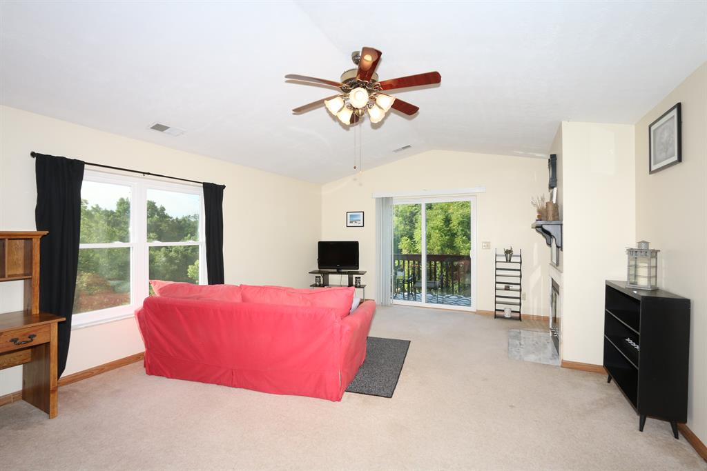 Living Room for 500 Highland Trace, 512 Highland Heights, KY 41076