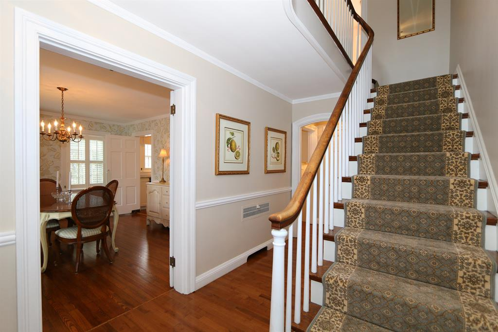 Foyer for 165 Linden Dr Wyoming, OH 45215
