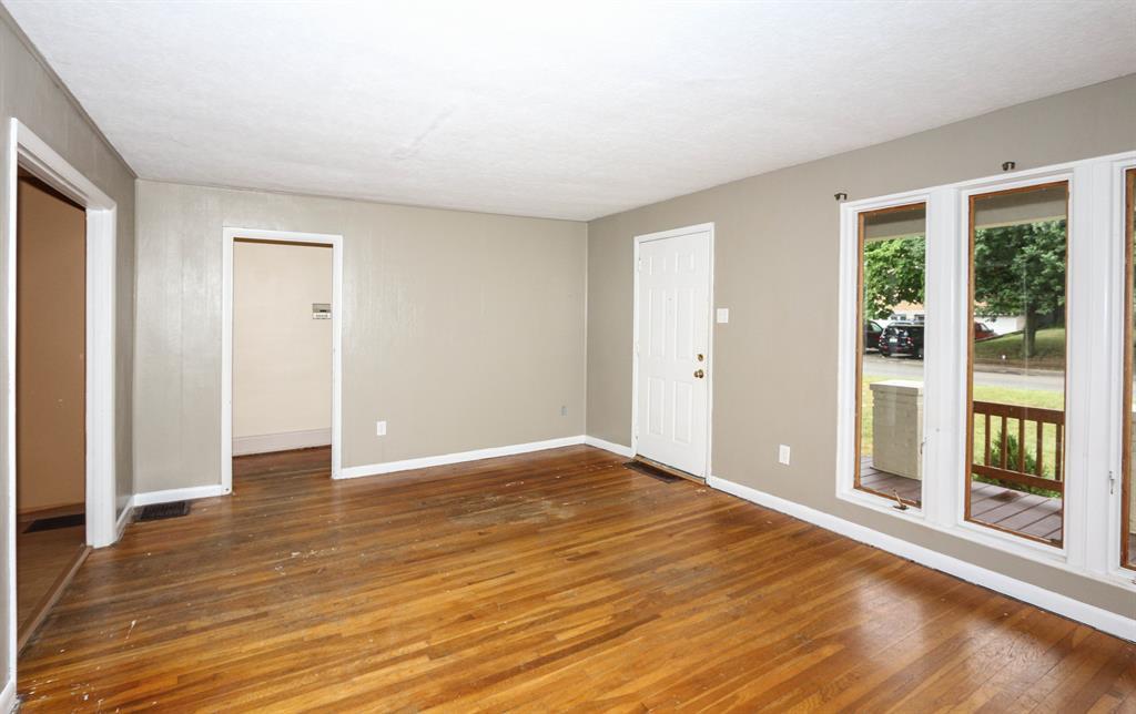 Living Room image 2 for 303 Hallam Ave Erlanger, KY 41018