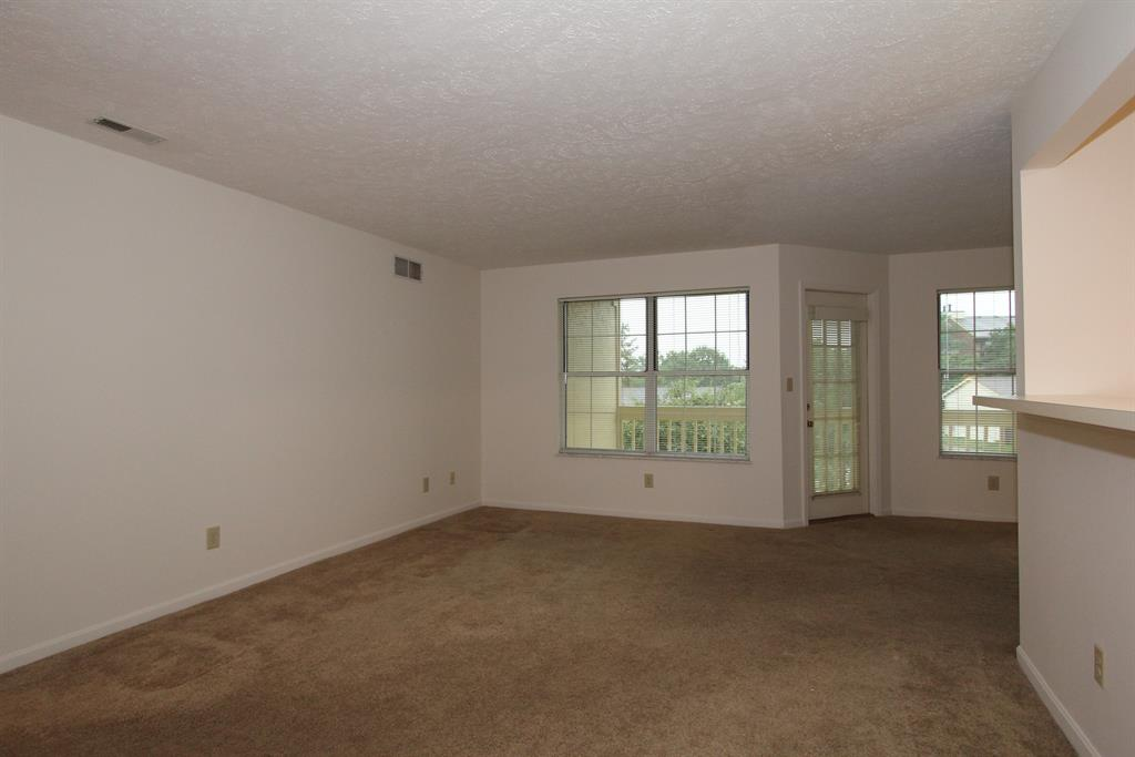 Living Room for 33 Highland Meadows Cir, 5 Highland Heights, KY 41076