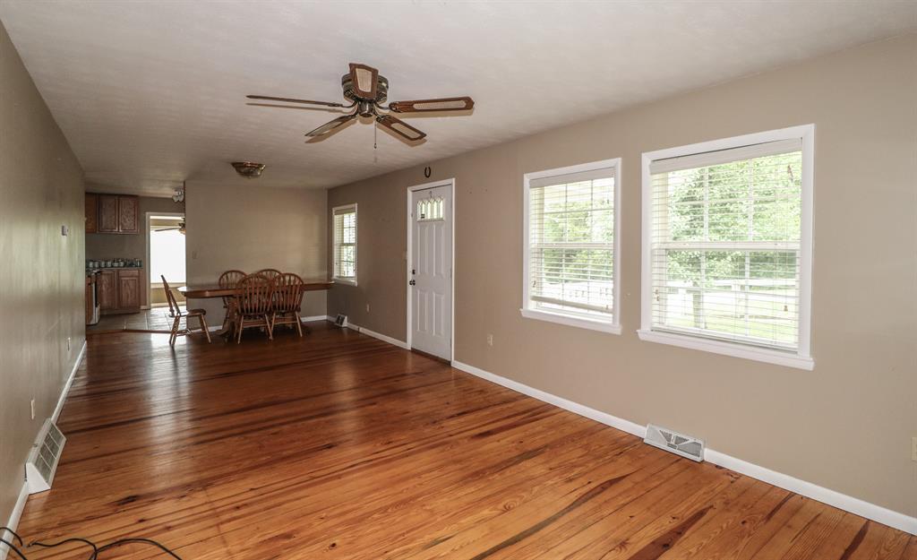 Living Room image 2 for 12899 Pleasant Ridge Rd Alexandria, KY 41001