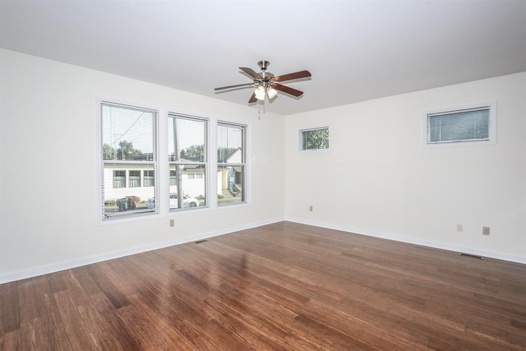 Living Room for 237 E 10th St Covington, KY 41011