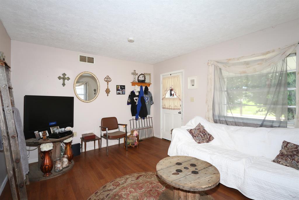 Living Room for 112 Mill St Butler, KY 41006