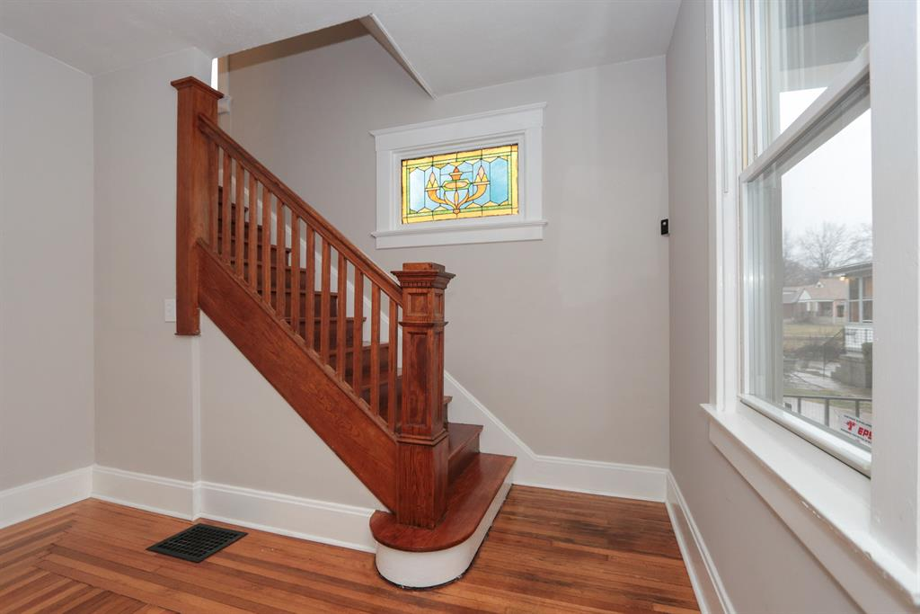 Foyer for 6414 Meis Ave North College Hill, OH 45224