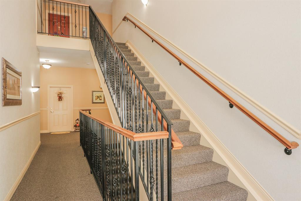 Lobby for 445 Ivy Ridge Dr Cold Spring, KY 41076