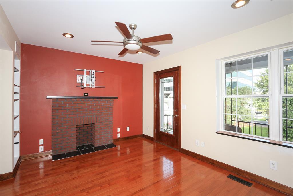 Living Room for 342 E 2nd St Newport, KY 41071