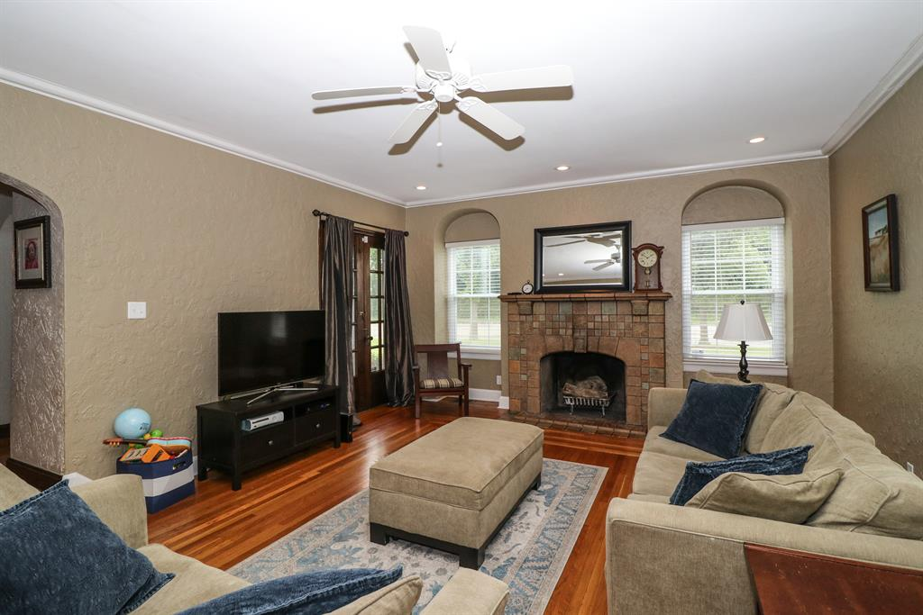 Living Room image 2 for 2819 Langdon Farm Rd Pleasant Ridge, OH 45212