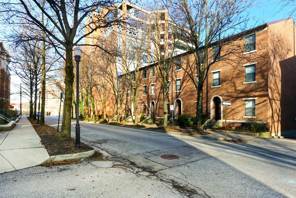 Exterior (Main) 2 for 212 E 2nd St, B Covington, KY 41011