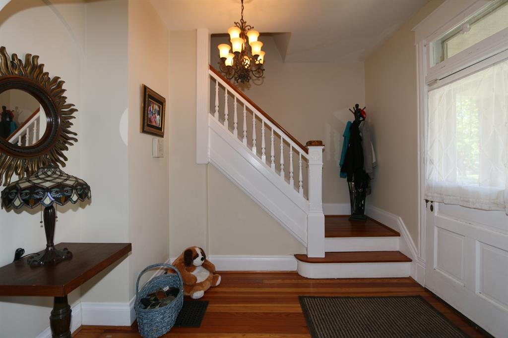 Foyer for 810 E 7th St Newport, KY 41071