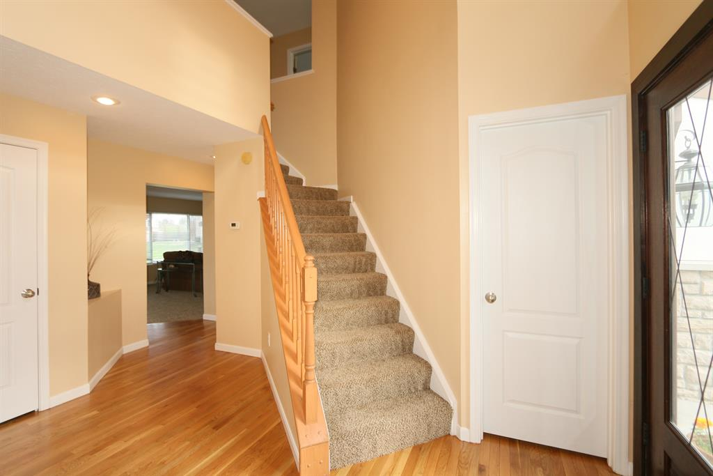Foyer for 10261 Meadow Glen Dr Independence, KY 41051