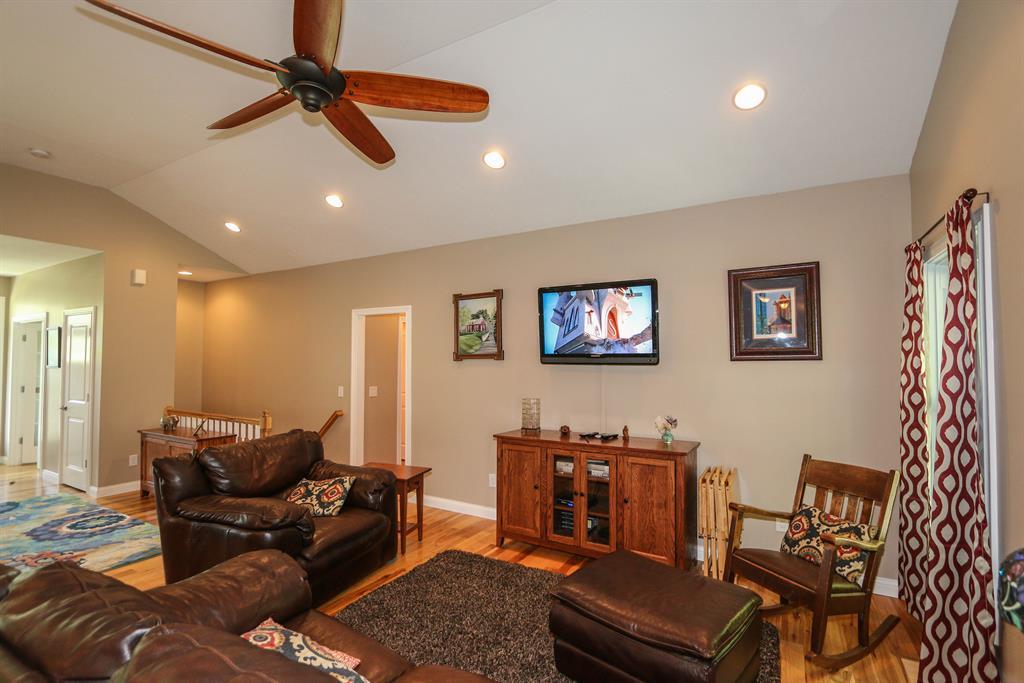 Living Room image 2 for 3321 Burger Rd Melbourne, KY 41059