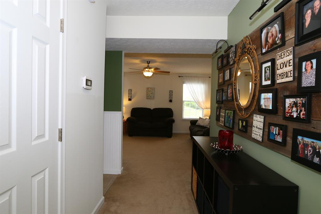 Foyer for 148 Friar Tuck Dr Independence, KY 41051