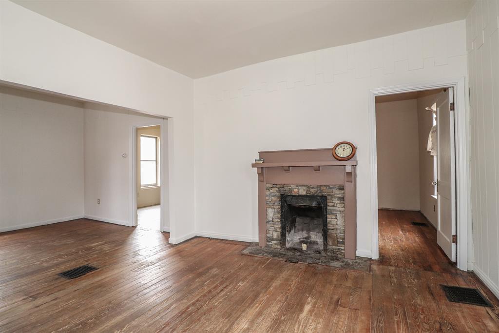 Living Room for 18 Banklick St Florence, KY 41042