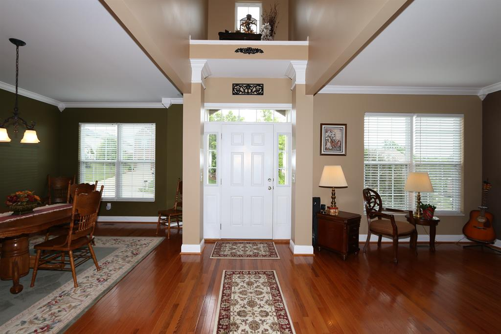 Foyer for 2313 Wicket Ct Florence, KY 41042