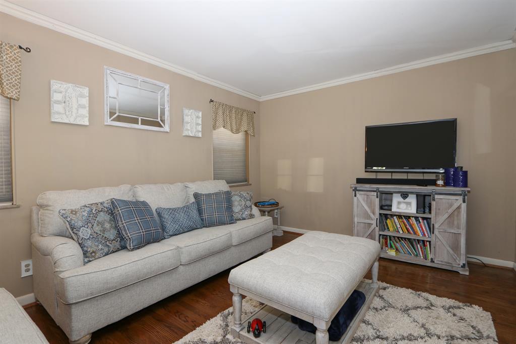 Living Room for 2416 Joyce Ave Southgate, KY 41071