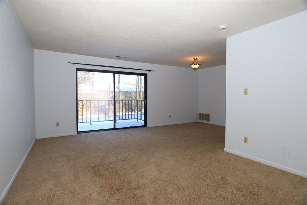 Living Room for 5184 S Eaglesnest Dr, 7 Bridgetown, OH 45248