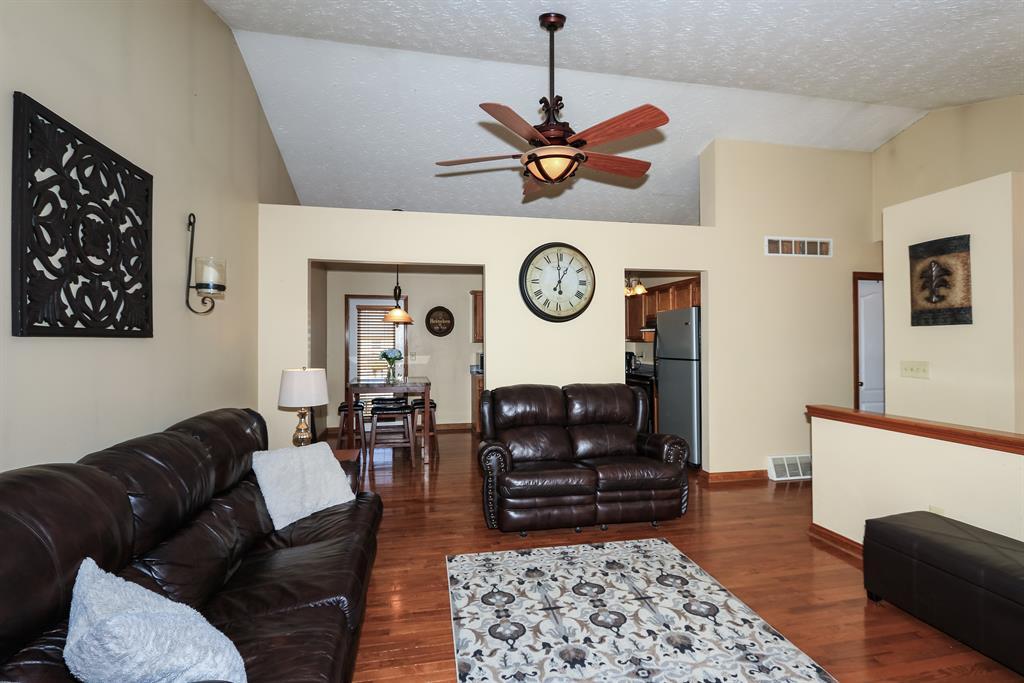 Living Room for 1572 Raintree Ct Elsmere, KY 41018