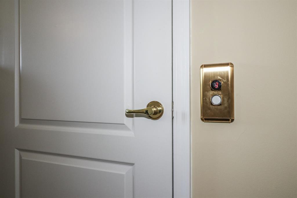 Elevator for 10019 Glensprings Pl Union, KY 41091
