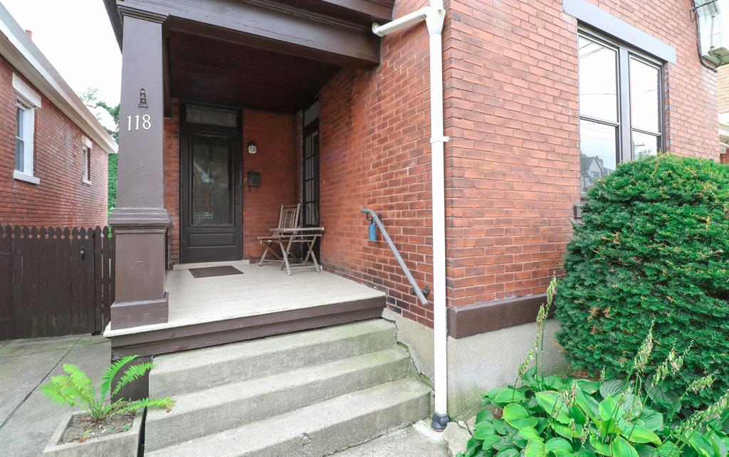 Entrance for 118 16th St Newport, KY 41071