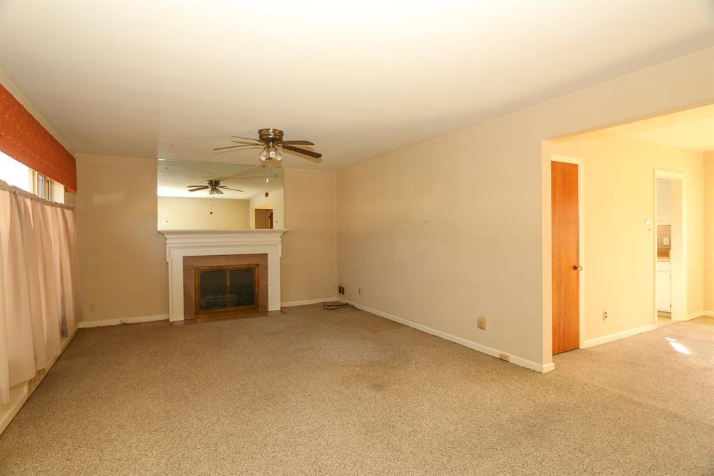 Living Room for 3051 Westbrook Dr Westwood, OH 45238