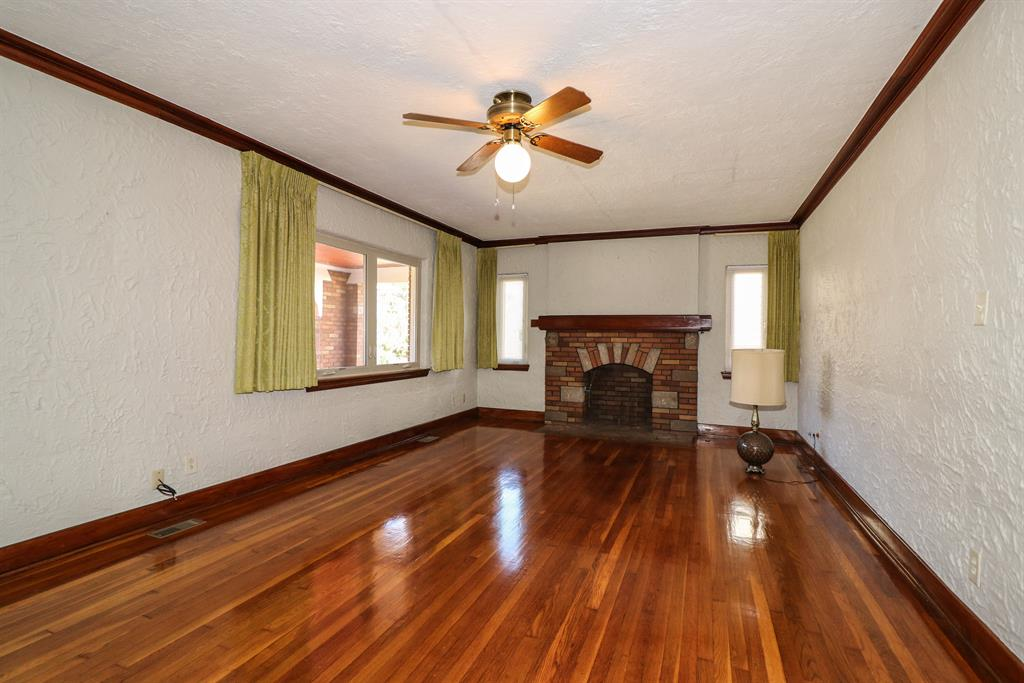 Living Room for 262 E Melford Ave Dayton, OH 45405