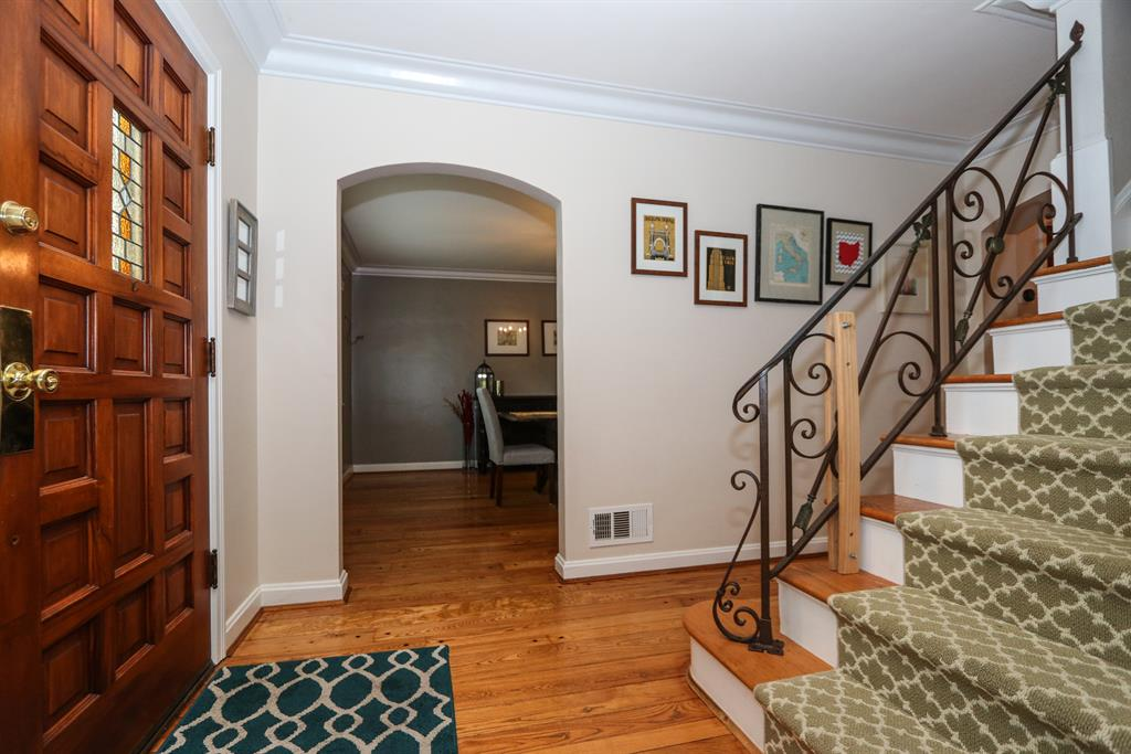 Foyer for 454 Oliver Rd Wyoming, OH 45215