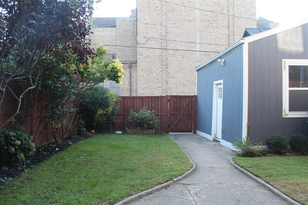 Back Yard/garage for 830 Overton St Newport, KY 41071