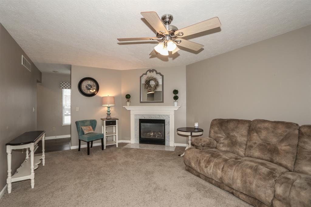 Family Room for 1135 Brookstone Dr Walton, KY 41094