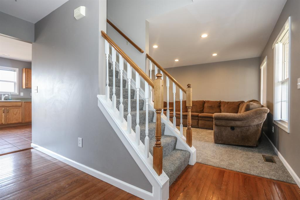 Foyer for 22793 Redwood Dr Bright, IN 47025