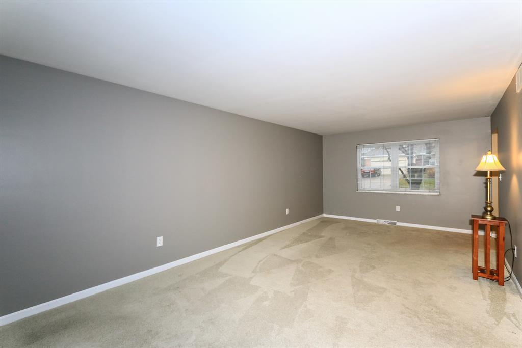Living Room for 247 Applewood Dr Lakeside Park, KY 41017