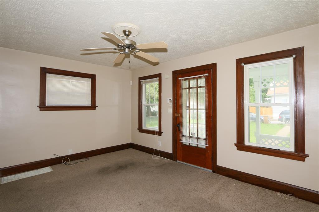 Living Room for 3025 W 28th St Covington, KY 41015