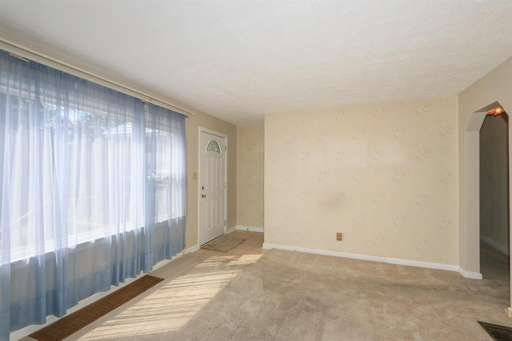 Living Room for 36 Scott St Florence, KY 41042