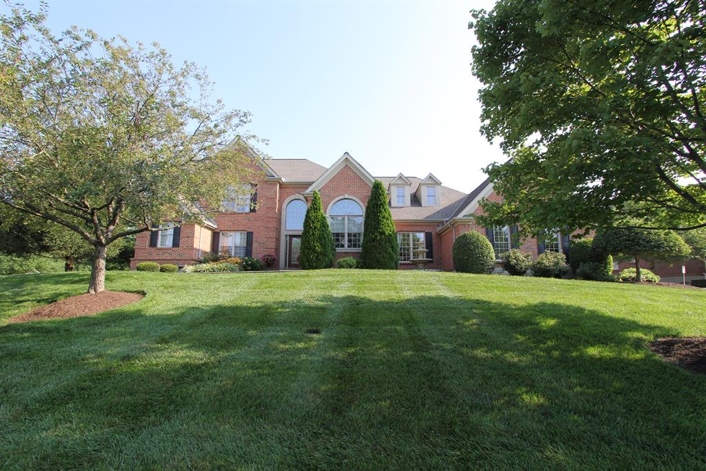 303 Caprice Ct Loveland, OH