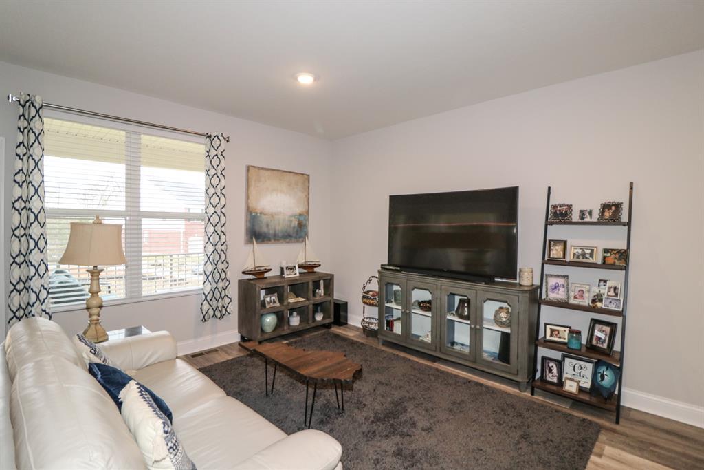 Living Room for 5905 Bunkers Ave Burlington, KY 41005